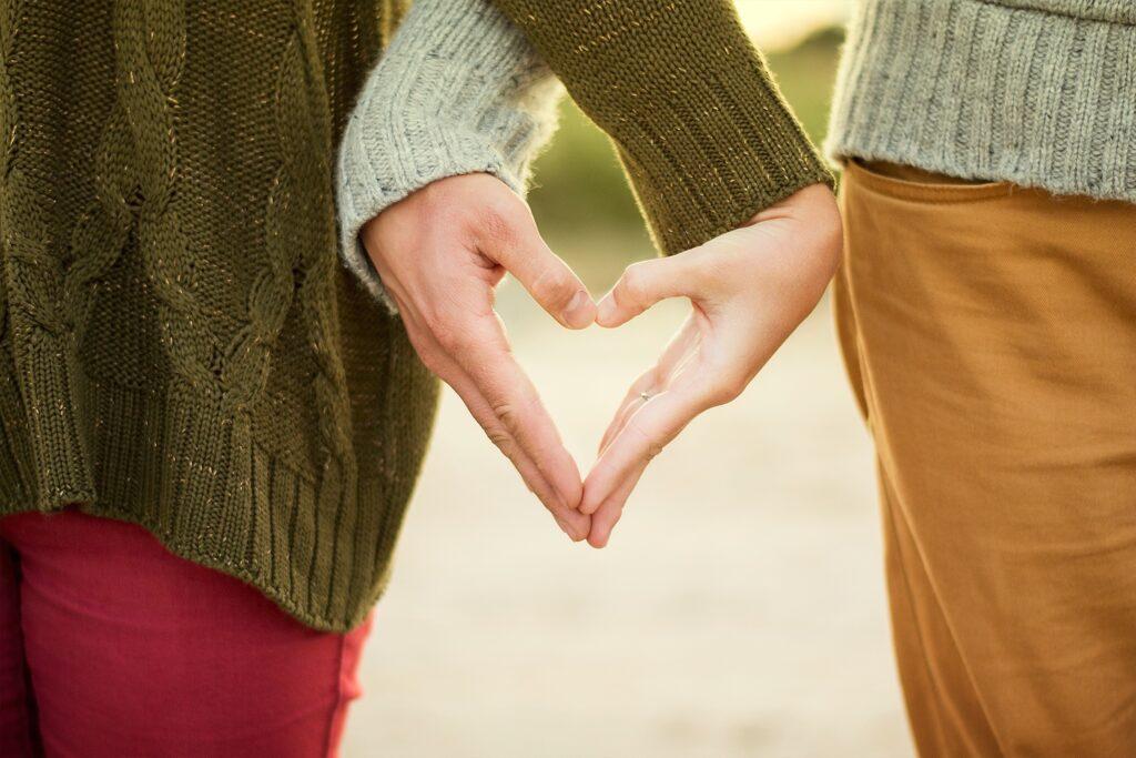Kätega moodustatud südamekujutis